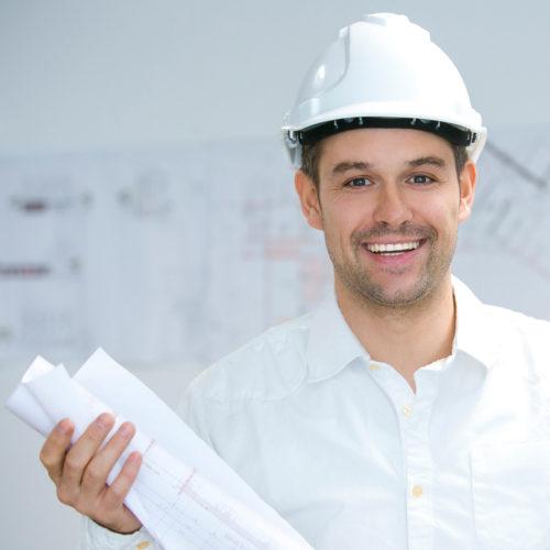 Bild Architekt Arndt Schwarz Planer Koblenz Mann mit Bauhelm und Bauplänen
